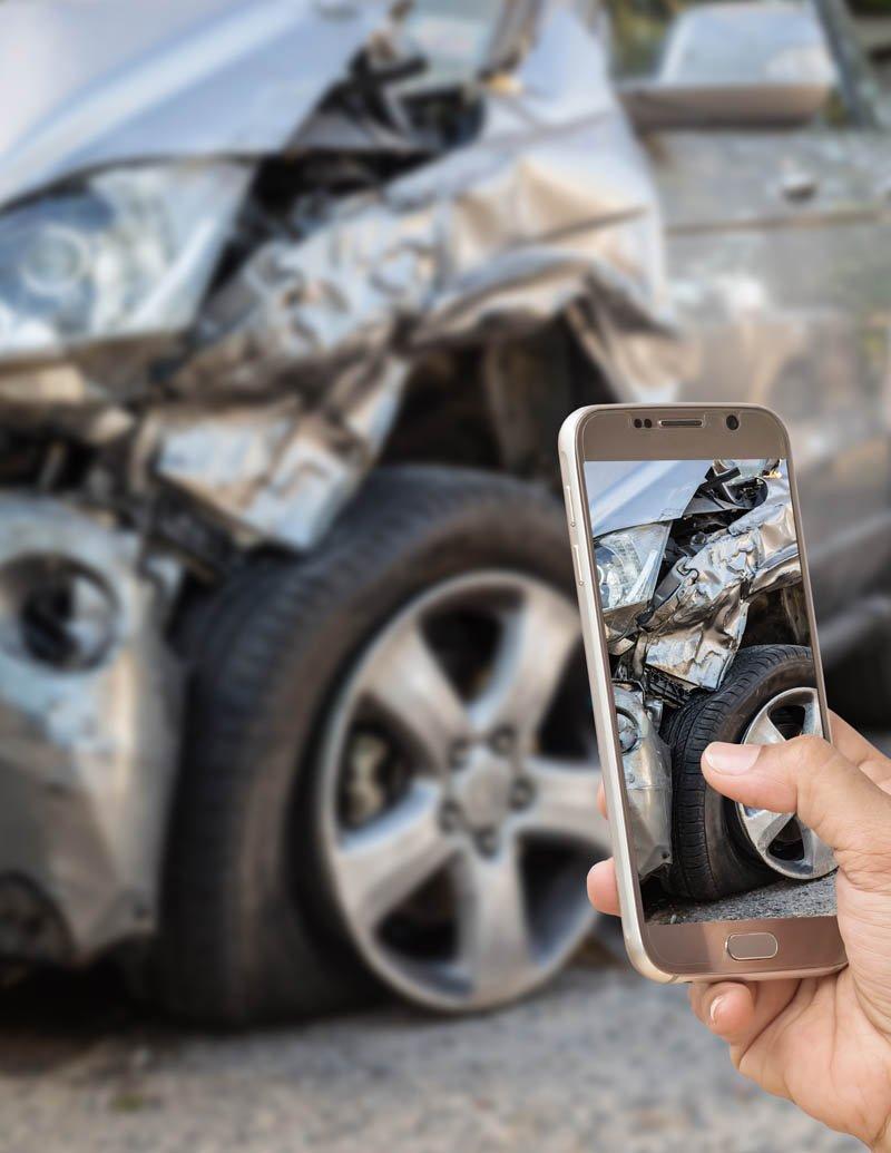 Wypadek samochodowy w Anglii. Możesz odzyskać pieniądze za zniszczony samochód.